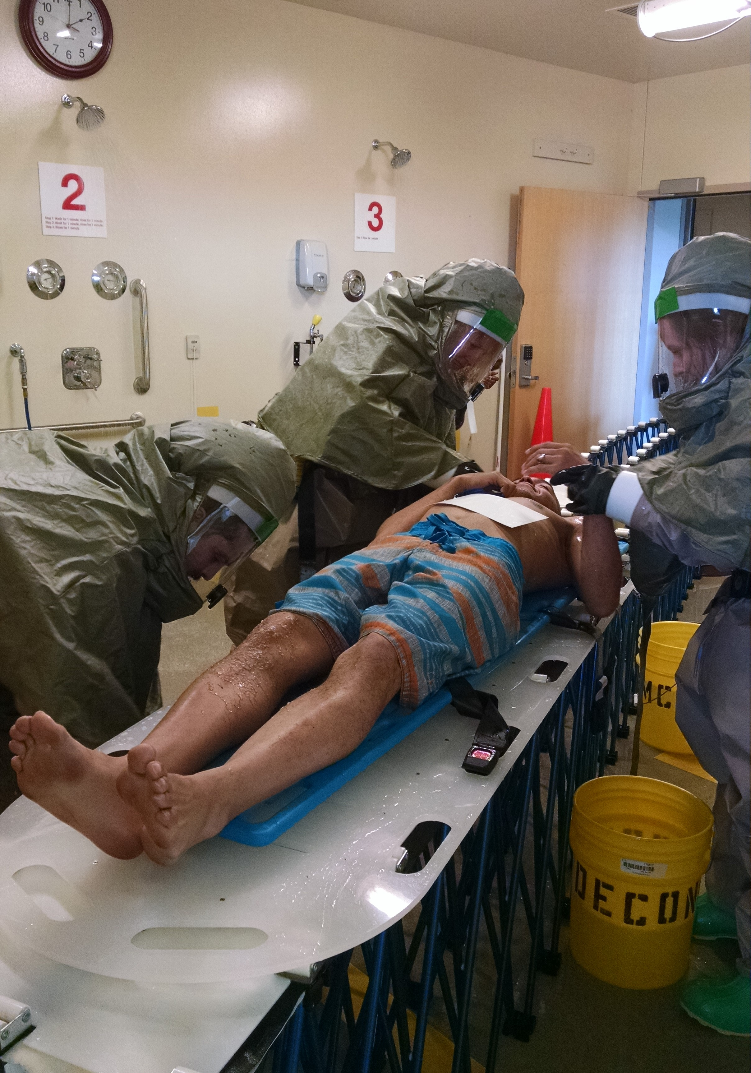 Hospital%20staff%20decontaminating%20a%20patient%20during%20a%20full-scale%20exericse